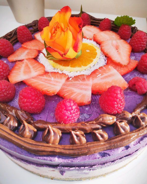 gorgeous raw vegan cake decoration